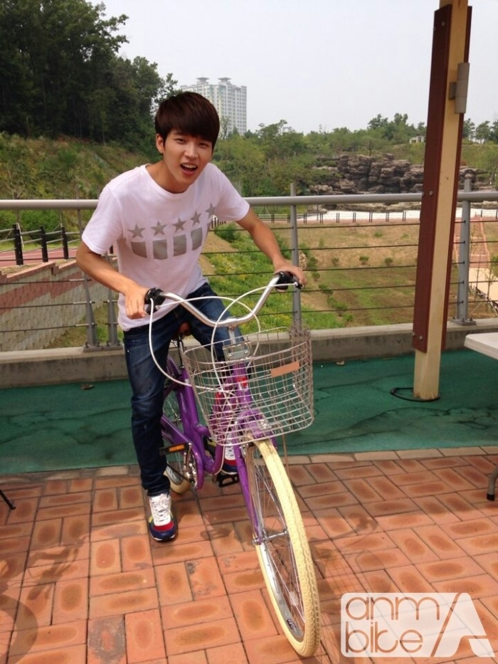 [Зураг] Woohyun & Sungyeol – KBS2 High School Love On ANM Bike спонсор